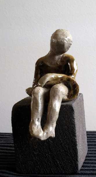 Litle girl by Grete Ryberg Høgh | keramik