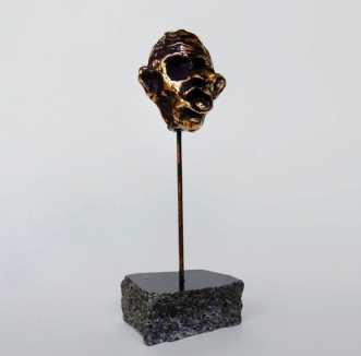 Maske støbt i bronzeafNina Hansen