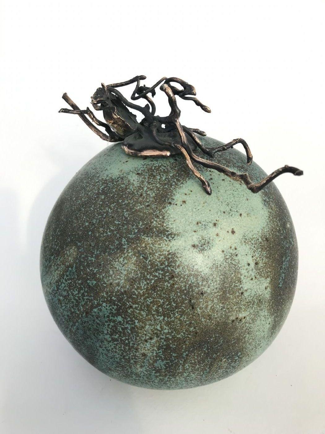 Stentøjs vase , med låg i bronze. UnikaafNina Hansen