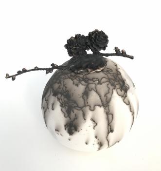 Raku brænt med hest.. by Nina Hansen | skulptur