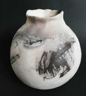 Raku vase med heste.. by Nina Hansen | keramik