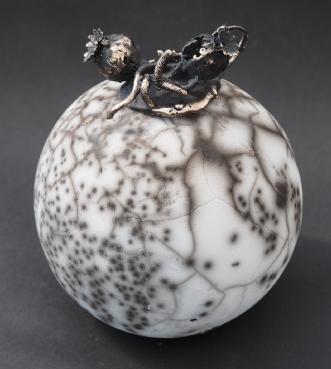 Vase. Naked Raku med låg i bronze. Unika.afNina Hansen