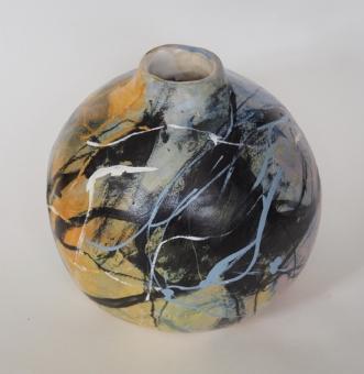 Vase i stentøj, malet med glasur. afNina Hansen
