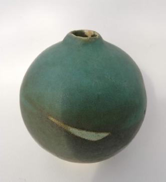 Stentøj med grøn gl.. by Nina Hansen | keramik