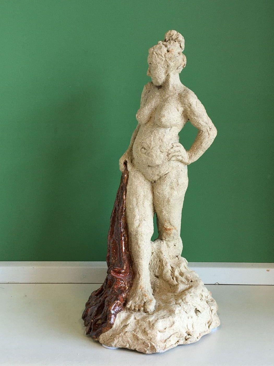 Stående dame by Anna Johansen | keramik