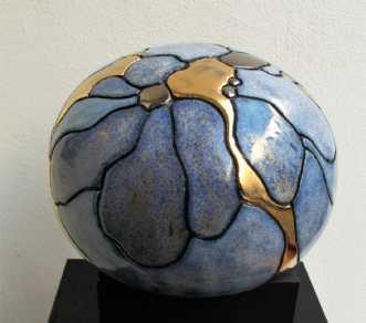 mellem gobbel m. bl.. by Tove Balling | keramik