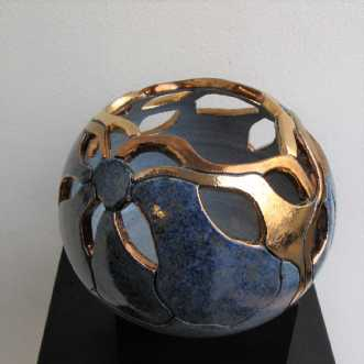 mellem gobbel genne.. by Tove Balling | keramik