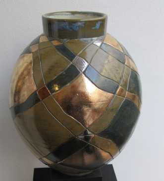 stor vase buttet m. streger og metal