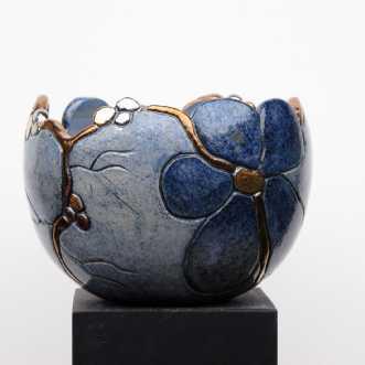 buttet krukke m. bl.. by Tove Balling | keramik