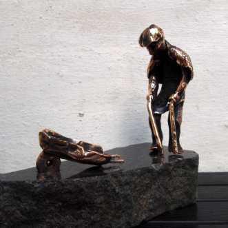 Den gamle mand og b.. by Tina Lund Christiansen | skulptur
