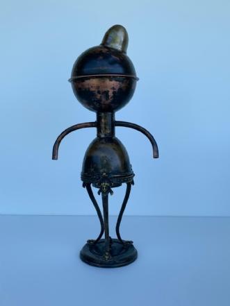 På hat med verden by Claus Steen Rasmussen | skulptur