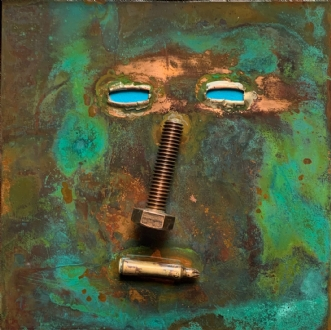 Maske påsat objekt by Claus Steen Rasmussen | skulptur
