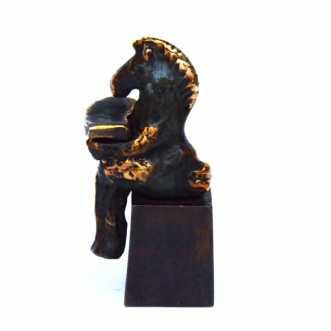Læsehest by Lenie Tolstrup | skulptur